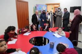 السفير العمادي يتفقد سير العمل في مركز الرعاية التأهيلية المتكاملة بغزة